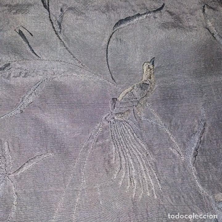 Antigüedades: GRAN MANTON DE MANILA. SEDA BORDADA A MANO. ESPAÑA. SIGLO XIX - Foto 5 - 195382312