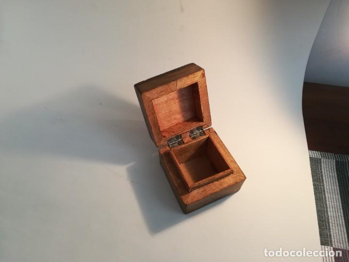 Antigüedades: Pequeña cajita de madera con azulejo - Foto 3 - 195383175