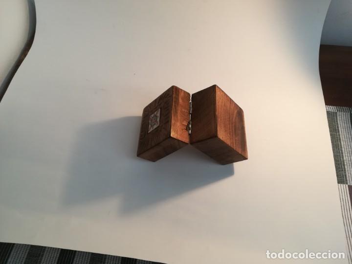 Antigüedades: Pequeña cajita de madera con azulejo - Foto 5 - 195383175