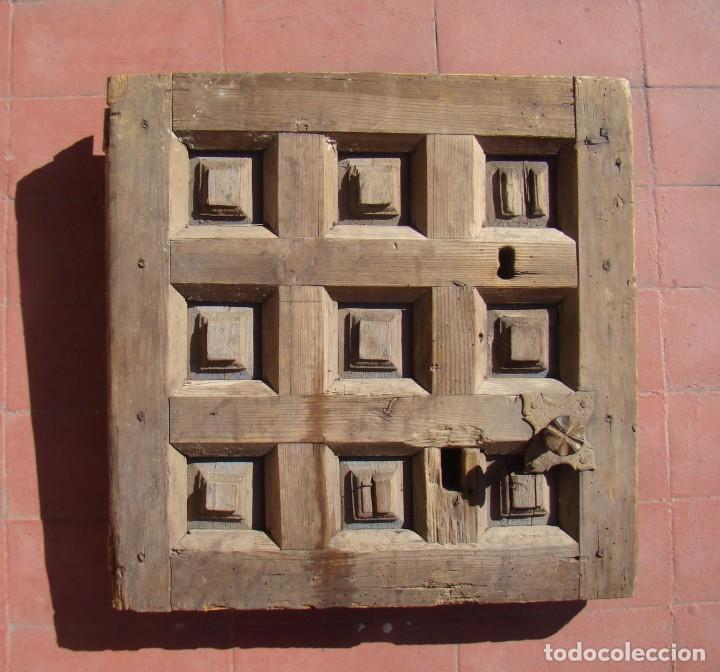 PUERTA BARROCA DE CAJA FUERTE (SS. XVII-XVIII). EN MADERA Y CON DOS CERRADURAS. (Antigüedades - Religiosas - Varios)