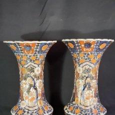 Antigüedades: PAREJA JARRONES. PORCELANA. IMARI. JAPÓN. SIGLO XVIII-XIX.. Lote 195388031