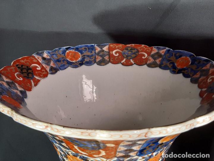 Antigüedades: Pareja jarrones. Porcelana. Imari. Japón. Siglo XVIII-XIX. - Foto 19 - 195388031
