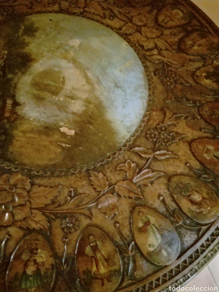 Antigüedades: Mesa velador tallada pintada a mano - Foto 6 - 195389518