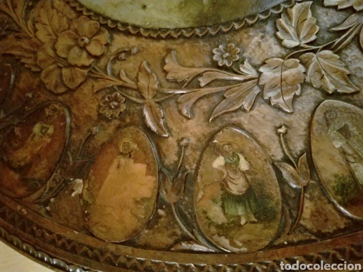Antigüedades: Mesa velador tallada pintada a mano - Foto 7 - 195389518