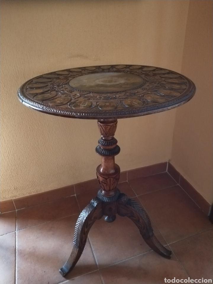 Antigüedades: Mesa velador tallada pintada a mano - Foto 8 - 195389518