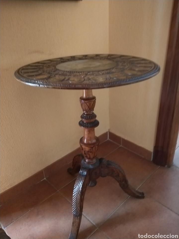 Antigüedades: Mesa velador tallada pintada a mano - Foto 9 - 195389518