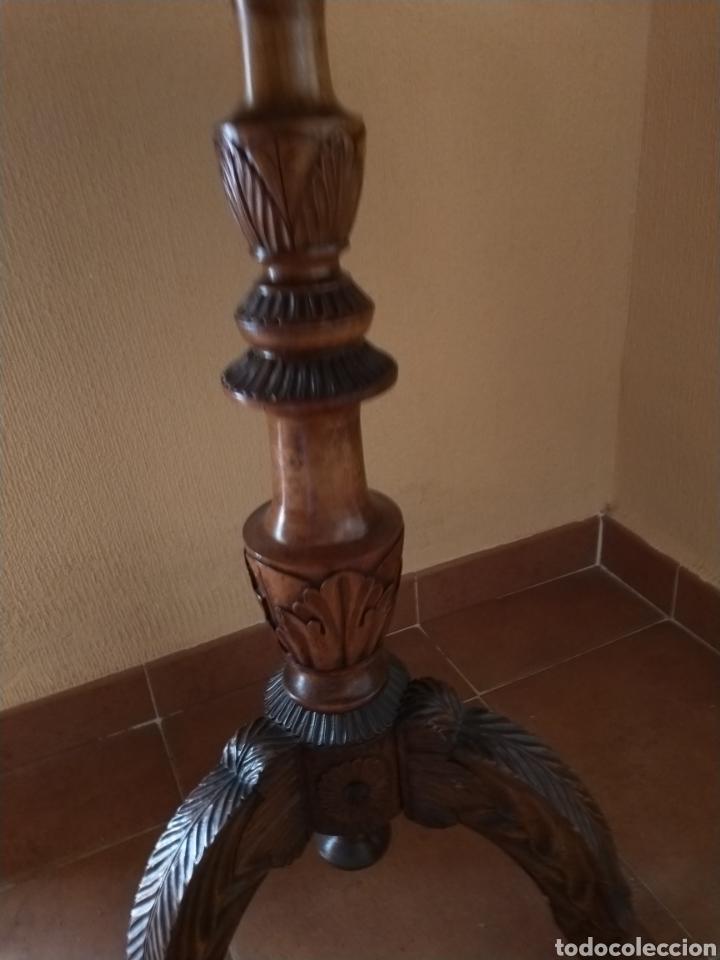 Antigüedades: Mesa velador tallada pintada a mano - Foto 11 - 195389518