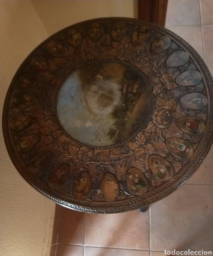 Antigüedades: Mesa velador tallada pintada a mano - Foto 12 - 195389518