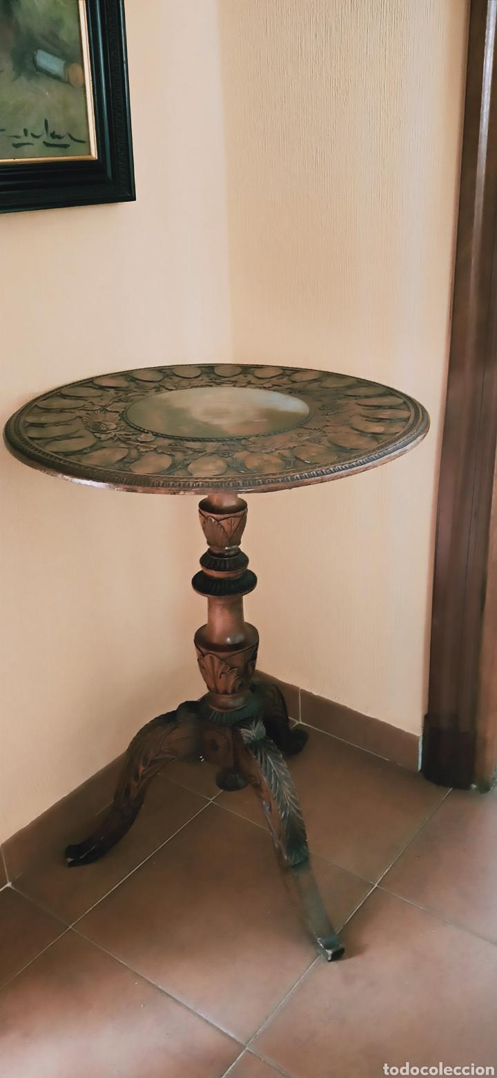 Antigüedades: Mesa velador tallada pintada a mano - Foto 2 - 195389518