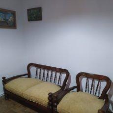 Antigüedades: SOFÁ Y SILLÓN DE MADERA VINTAGE. Lote 195394742