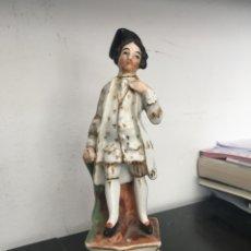 Antigüedades: CABALLERO EN PORCELANA VIEJO PARÍS, FRANCIA, CIRCA 1900.. Lote 195395527