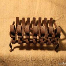 Antigüedades: PARRILLA MORILLOS DE HIERRO FORJADO. Lote 195403175