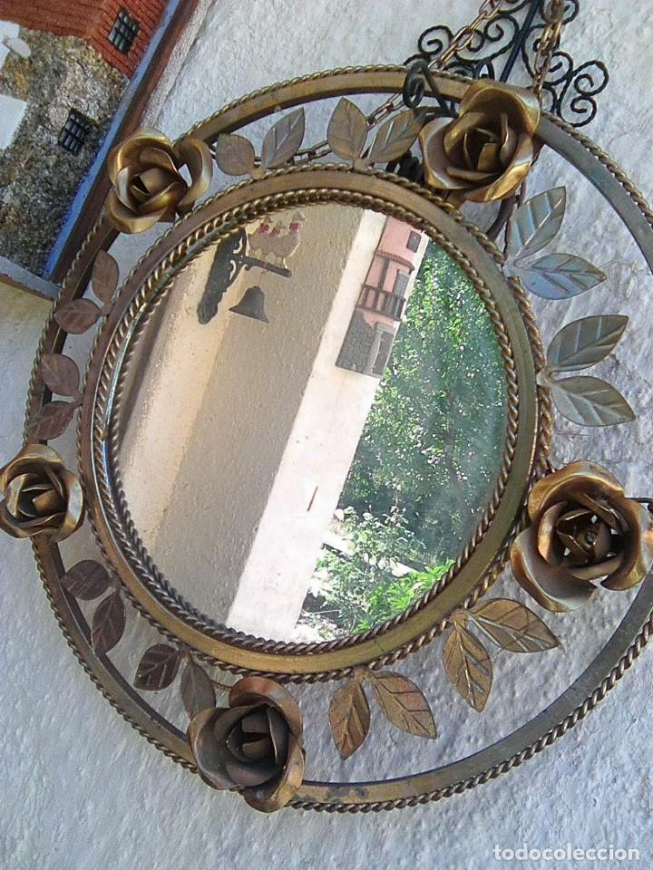 Antigüedades: Espejo redondo de latón dorado con rosas - Foto 4 - 195408440