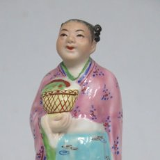 Antigüedades: BONITA FIGURA CHINA DE PORCELANA. MEDIADOS SIGLO XX. Lote 195414965