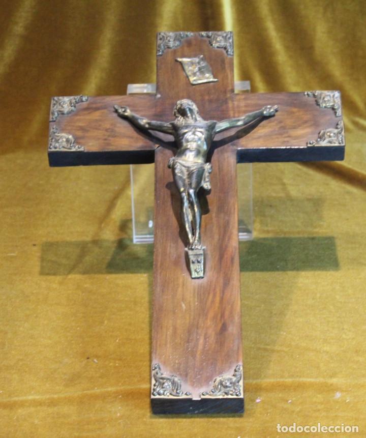 CRUCIFIJO,MADERA Y BRONCE,50 X 30 CM, AÑOS 60 (Antigüedades - Religiosas - Crucifijos Antiguos)