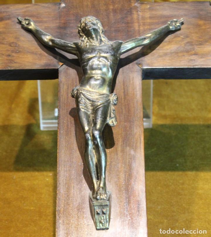 Antigüedades: Crucifijo,madera y bronce,50 x 30 cm, años 60 - Foto 2 - 195415960