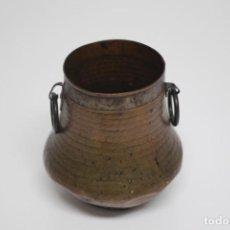 Antigüedades: PRECIOSO FLORERO DE COBRE. Lote 195422562
