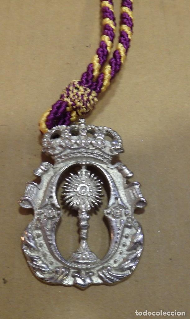 SEMANA SANTA SEVILLA, MEDALLA CON CORDON HERMANDAD DE LA O (Antigüedades - Religiosas - Medallas Antiguas)