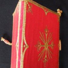 Antigüedades: CARPETA DE CORPORALES CONFECCIONADA EN RASO DE SEDA BORDADA CON HILO DE ORO. S. XIX.. Lote 195434083