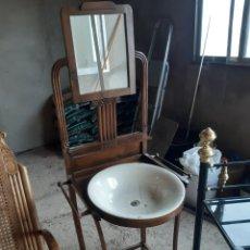 Antigüedades: LAVABO CON ESPEJO DE ALCOBA. Lote 195436125