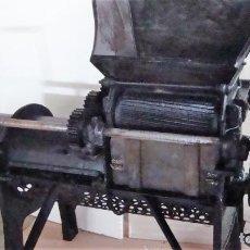 Antigüedades: MAQUINA DEPALILLADORA VINÍCOLA MANUAL. Lote 195444855