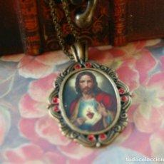 Antigüedades: COLGANTE MEDALLA SAGRADO CORAZÓN DE JESÚS. Lote 195450227