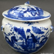 Antigüedades: LEGUMBRERA EN PORCELANA CHINA BLUE AND WHITE PINTADA CON ESCENAS COSTUMBRISTAS SIGLO XIX. Lote 195453326
