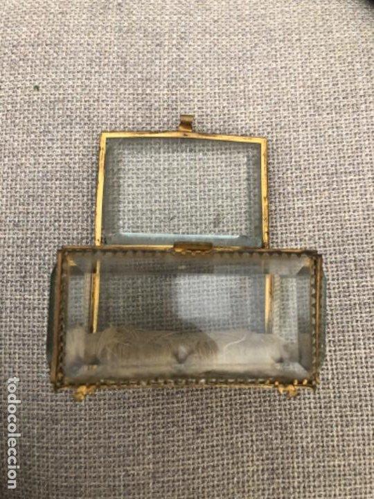 Antigüedades: Antiguo y gran joyero isabelino de gran tamaño con cristales biselados y capitoné. S.XIX. - Foto 3 - 195455390