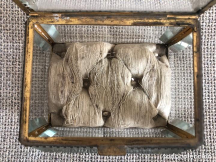 Antigüedades: Antiguo y gran joyero isabelino de gran tamaño con cristales biselados y capitoné. S.XIX. - Foto 5 - 195455390