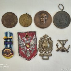 Antigüedades: LOTE DE INSIGNIAS, MEDALLAS,TOKENS Y PARCHE.. Lote 195458957