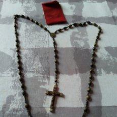 Antigüedades: ROSARIO RELOGIOSO DE SEMILLAS Y MEDALLA VIRGEN Y SAGRADO CORAZÓN DE JESÚS.CRUZ EN MADERA Y METAL.. Lote 195463038