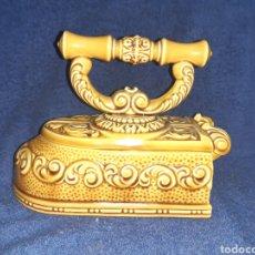 Antigüedades: PLANCHA DE CERÁMICA DE DECORACIÓN. Lote 195464773