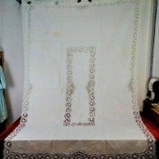 Antiquités: GRAN MANTELERIA DE 12 SERVICIOS. 260X173. LINO. BORDADOS. ENCAJES. ESPAÑA. XIX-XX. Lote 195473567