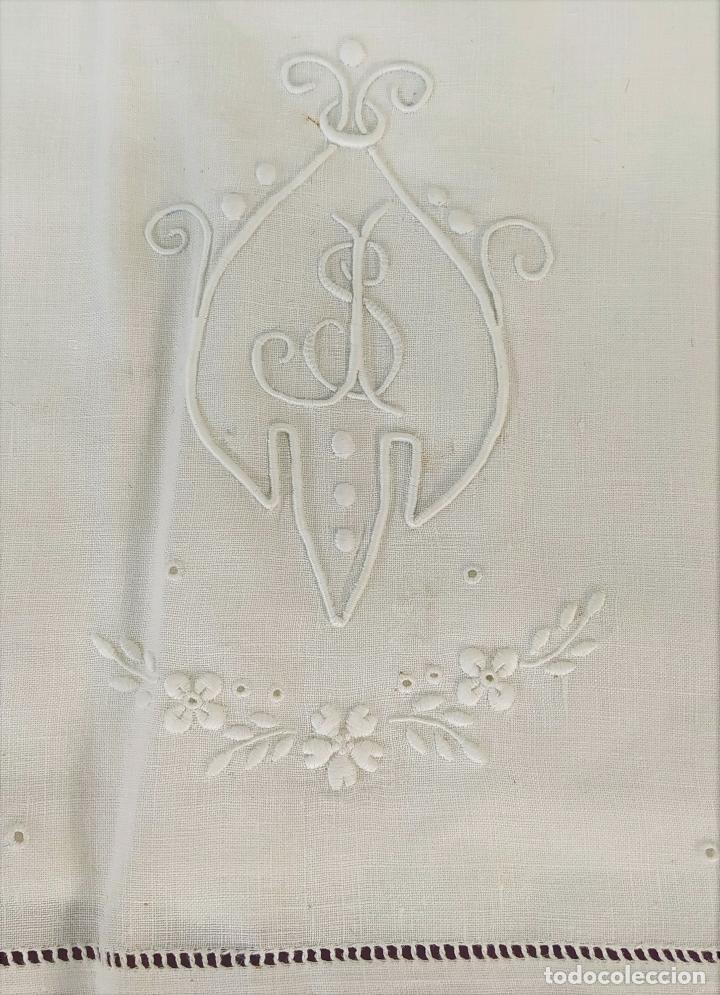JUEGO DE CAMA INDIVIDUAL. LINO BORDADO. DECORACIÓN FIL-TIRÉ. ESPAÑA. SIGLOS XIX-XX (Antigüedades - Hogar y Decoración - Sábanas Antiguas)