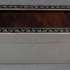 Antigüedades: CAJA EN PLATA INGLESA CON TAPA DE CAREY E INTERIOR EN PLATA DORADA SIGLO XIX. Lote 195477470