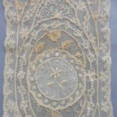 Antigüedades: ANTIGUO ENCAJE DE NORMANDIA S.XIX. Lote 195488342