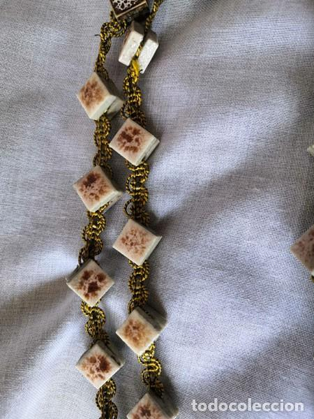Antigüedades: ROSARIO DE PEQUEÑOS AZULEJOS CERÁMICA ESMALTADA Y CORDÓN DORADO - MUY GRANDE - Foto 8 - 195491252