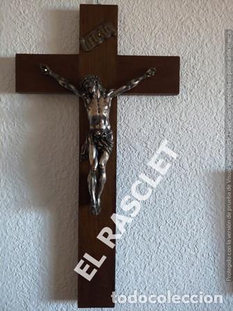 Antigüedades: GRAN CRISTO CRUCIFICADO EN METAL PLATEADO I CRUZ DE MADERA MACIZA - VER FOTOS - - Foto 2 - 195497531