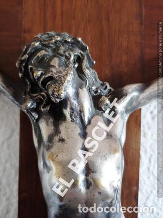 Antigüedades: GRAN CRISTO CRUCIFICADO EN METAL PLATEADO I CRUZ DE MADERA MACIZA - VER FOTOS - - Foto 4 - 195497531