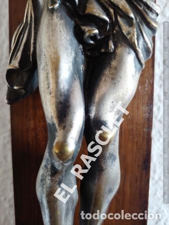Antigüedades: GRAN CRISTO CRUCIFICADO EN METAL PLATEADO I CRUZ DE MADERA MACIZA - VER FOTOS - - Foto 6 - 195497531