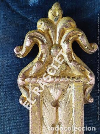 Antigüedades: ANTIGUA CRUZ DE CRISTO DE BRONCE CON SU PICA PARA EL AGUA TAMBIEN DE BRONCE -VER FOTOS- - Foto 5 - 195498301