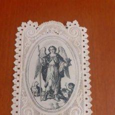 Antigüedades: ANTIGUA ESTAMPA DE CALADO Y PUNTILLA DE SAN RAFAEL CON ORACION. Lote 195510261