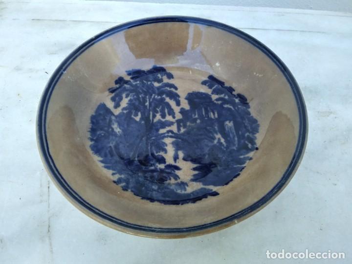 PLATO ANTIGUO DE LA CORONA DE OVIEDO CEÑAL DE COLOR AZUL DIFUMINADO ESMALTADO (Antigüedades - Porcelanas y Cerámicas - Otras)