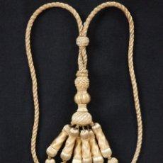 Antigüedades: IMPORTANTE CEÑIDOR PARA EL CUELLO DE ALBAS, CONFECCIONADO EN HILO DE ORO. SIGLO XIX.. Lote 195515401