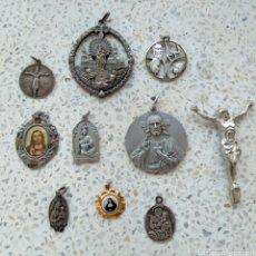 Antigüedades: LOTE DE MEDALLAS Y ARTÍCULOS RELIGIOSOS ANTIGUOS - VER VARIAS FOTOS. Lote 195532238