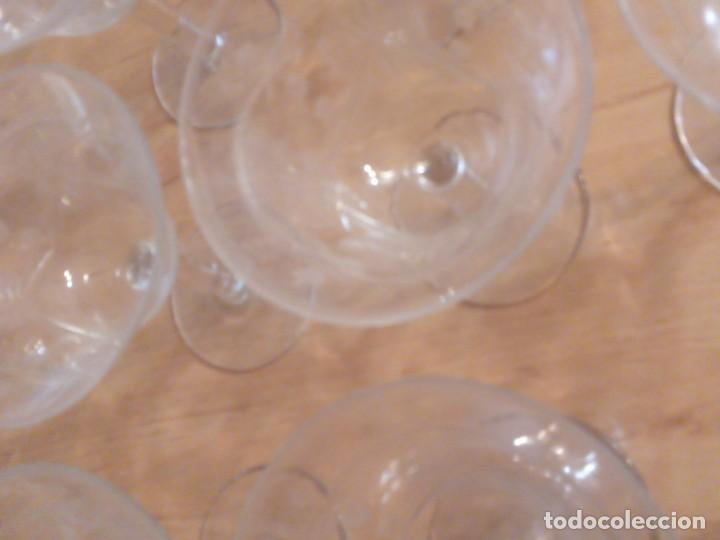 Antigüedades: Copas de coctel años 70. Grabados lagrimas y espigas. Juego 12 - Foto 3 - 195533733