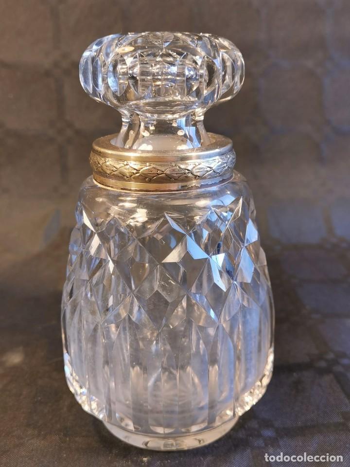 BOTELLA DE COLONIA EN CRISTAL TALLADO DE BACCARAT. GOLLETE EN PLATA CINCELADA Y PUNZONADA. AÑOS 40. (Antigüedades - Cristal y Vidrio - Baccarat )