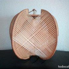 Antigüedades: LAMPARA ANTIGUA NORDICA DE RAFIA Y MADERA VINTAGE . Lote 195543685
