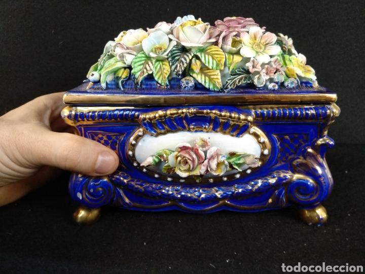Antigüedades: Caja joyero / bombonera de porcelana Mestre. 20cm x 16cm - Foto 3 - 195543741