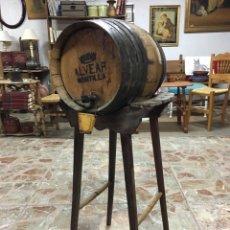 Antigüedades: CURIOSA CUBA ANTIGUA DE VINO CON PATAS DE MADERA - AROS DE CHAPA, VIÑA, ENOLOGÍAS, DEPOSITO. Lote 195550111